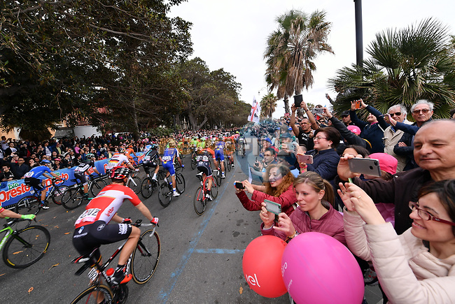 The start of Stage 6 of the 100th edition of the Giro d'Italia 2017, running 217km from Reggio Calabria to Terme Luigiane, Italy. 11th May 2017.<br /> Picture: LaPresse/Gian Mattia D'Alberto | Cyclefile<br /> <br /> <br /> All photos usage must carry mandatory copyright credit (&copy; Cyclefile | LaPresse/Gian Mattia D'Alberto)
