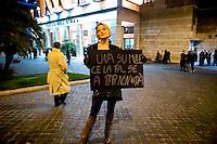 Roma, 4  Febbraio 2011.Teatro dell'Opera di Roma, la prima dell'&quot;Elisir d'amore&quot; di Gaetano Donizetti .<br /> Roma, 4 Febbraio   2011.<br />  Protesta dei lavoratori dello spettacolo, al Teatro dell'Opera di Roma  durante opera lirica : L'elisir d'amore  di  Gaetano Donizetti , per protestare  contro i tagli del Governo alla cultura.<br /> Rome, February 4, 2011. . <br /> Entertainment workers protest , at the Teatro dell'Opera in Rome during opera L'elisir d'amore (The Elixir of Love)  by Gaetano Donizetti to protest against government cuts to culture.