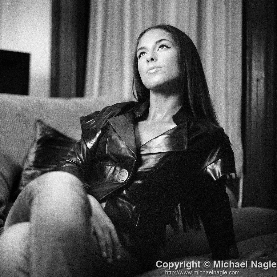 NEW YORK - AUGUST 17, 2007:  Alicia Keys in her mother's house in Washington Heights on August 17th, 2007 in New York City.  (PHOTOGRAPH BY MICHAEL NAGLE)