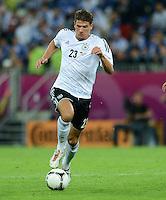 FUSSBALL  EUROPAMEISTERSCHAFT 2012   VIERTELFINALE Deutschland - Griechenland     22.06.2012 Mario Gomez (Deutschland) Einzelaktion am Ball