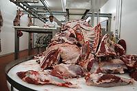 Lavorazione carne di bufala. Meat processing..La cooperativa promuove lo sviluppo e la produzione, della trasformazione e della commercializzazione delle carni bufaline e dei suoi derivati..The Consortium promotes the development and production, processing and marketing of buffalo meat and its derivatives....
