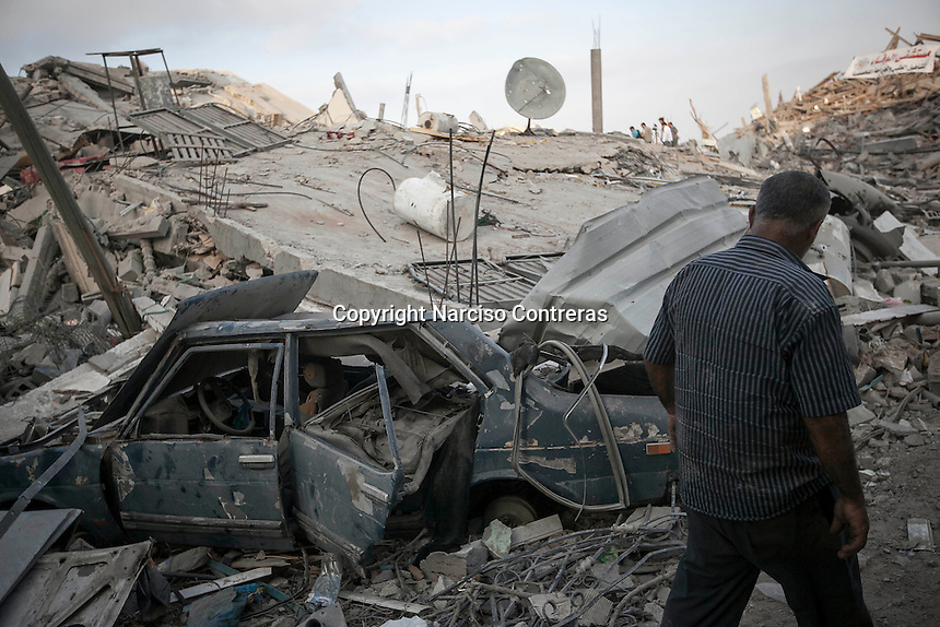"""In this Friday, Aug. 15, 2014 photo, a Palestinian man walks by the rubble of house buildings destroyed by israeli airstrikes during the """"Protective Edge"""" military operation in Shuyaja neighborhood in Gaza City. After a five days truce was declared on 13th August between Hamas and Israel, civilian population went back to what remains from their houses and goods in Gaza Strip. (Photo/Narciso Contreras)"""
