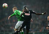 FUSSBALL   1. BUNDESLIGA   SAISON 2012/2013    22. SPIELTAG SV Werder Bremen - SC Freiburg                                16.02.2013 Kevin De Bruyne (li, SV Werder Bremen) gegen Fallou Diagne  (re, SC Freiburg)