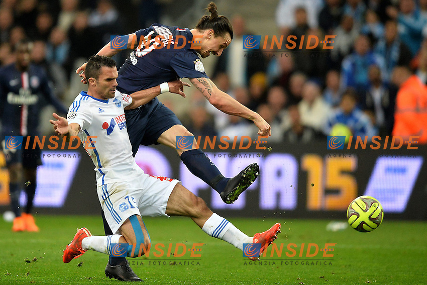 Zlatan Ibrahimovic (psg) - Jeremy Morel (om) <br /> Football Calcio 2014/2015<br /> Ligue 1 Francia Stadio VelodromeOlympique Marsiglia - Paris Saint Germain <br /> Foto Panoramic / Insidefoto <br /> ITALY ONLY