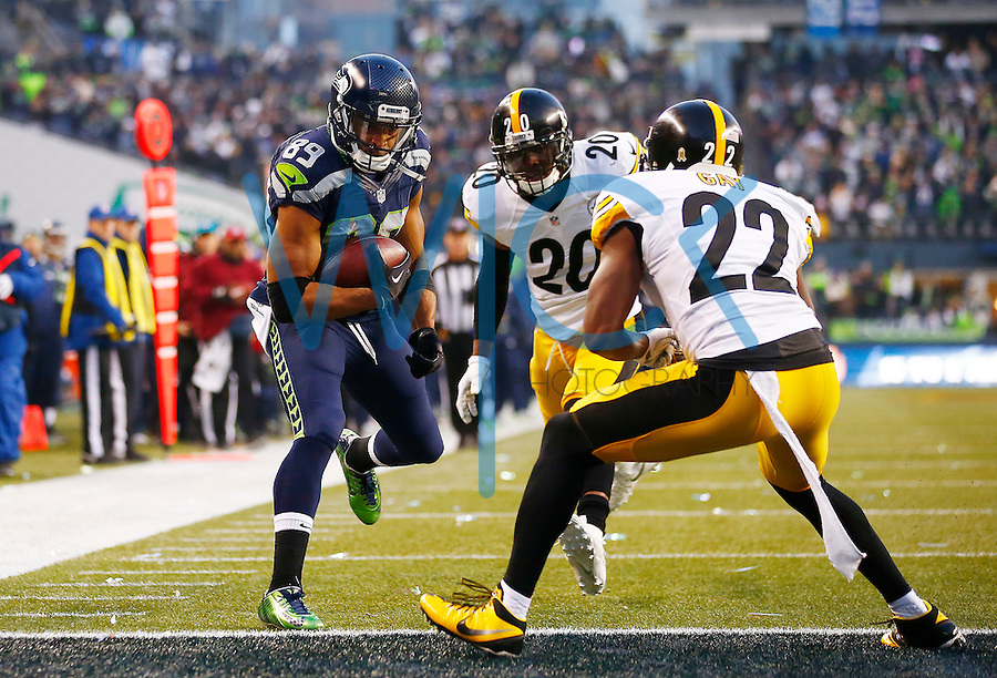 Doug Baldwin #89 of the Seattle Seahawks runs in for a touchdown in front of Will Allen #20 and William Gay #22 of the Pittsburgh Steelers in the second half during the game at CenturyLink Field on November 29, 2015 in Seattle, Washington. (Photo by Jared Wickerham/DKPittsburghSports)