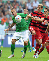 FUSSBALL   1. BUNDESLIGA   SAISON 2011/2012    3. SPIELTAG SV Werder Bremen - SC Freiburg                             20.08.2011 Marko ARNAUTOVIC (li, Bremen) gegen Julian SCHUSTER (re, Freiburg)