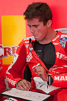 Nicolas Terol explains to his engineer their feelings in qualifying laps