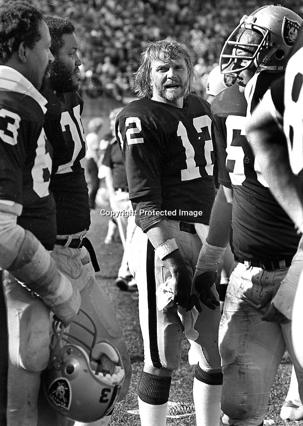 Raider QB Ken Stabler with linemen Gene Upshaw and Henry Lawarence. (1979 photo/Ron Riesterer)