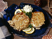 Maryland Crabcakes with remolade sauce and fresh lemon slices