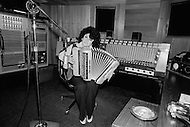 Nashville, Tennessee, USA. June 10th, 1977. French accordeonist Yvette Horner during the recording of an album in Nashville.