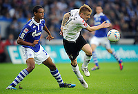 FUSSBALL   1. BUNDESLIGA   SAISON 2011/2012    4. SPIELTAG FC Schalke 04 - Borussia Moenchengladbach             28.08.2011 Joel MATIP (li) gegen Marco REUS (re, Moenchengladbach)