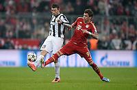 FUSSBALL  CHAMPIONS LEAGUE  VIERTELFINALE  HINSPIEL  2012/2013      FC Bayern Muenchen - Juventus Turin       02.04.2013 Andrea Barzagli (li, Juventus Turin) gegen Mario Mandzukic (re, beide FC Bayern Muenchen)