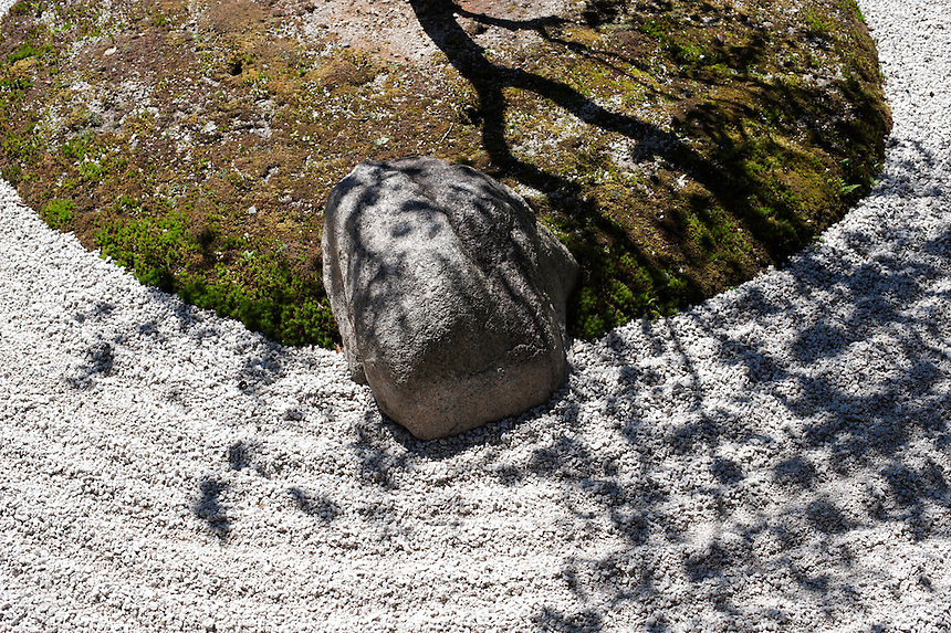 Detail of a dry landscape style garden at Kennin-ji Temple, Kyoto.