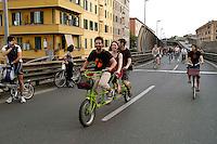 Roma 28 Maggio 2008 ..Critical Mass 2008..Coincidenza organizzata di ciclismo critico urbano..Rome May 28, 2008..Critical Mass 2008 .Organized coincidence of critical urban cycling..