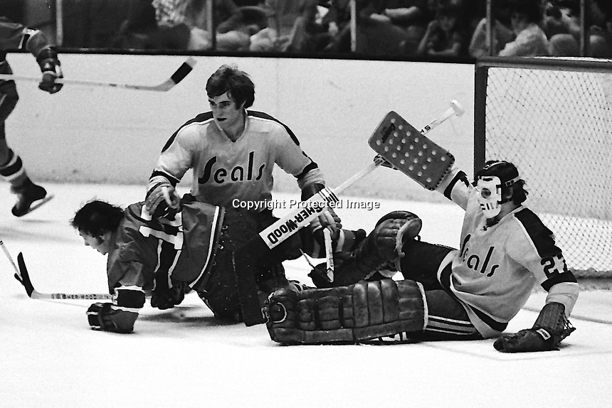 Seals Darryl Maggs and goalie Gilles Meloche, Montreals #12 Yvan Cournoyer. (1973 photo by Ron Riesterer)
