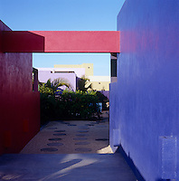 Simple lines and blocks of strong colour lend a sculptural quality to the architecture of this house in Mexico