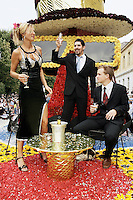 Switzerland. Canton of Neuchâtel. Neuchâtel. Grape Harvest Festival. The flower parade (corso) with its creative vehicles. Two young men with a suit and a tie and a sexy young woman, wearing high-heeled shoes and a long black skirt, are celebrating the parade. They are all dressed for an evening party and drink a glass of champagne.  © 2006 Didier Ruef