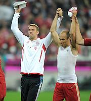 FUSSBALL   1. BUNDESLIGA  SAISON 2011/2012   7. Spieltag FC Bayern Muenchen - Bayer 04 Leverkusen          24.09.2011 Torwart Manuel Neuer, Arjen Robben (v. li., FC Bayern Muenchen)