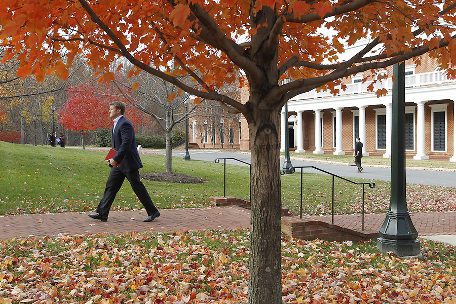 Students walk to the Darden School of Business. Photo/Andrew Shurtleff