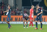 Fussball  1. Bundesliga  Saison 2013/2014  4. Spieltag SC Freiburg - FC Bayern Muenchen        27.08.2013 Enttaeuschung; Bastian Schweinsteiger (re, FC Bayern Muenchen) muss verletzt ausgewechselt werden, Philipp Lahm (li, FC Bayern Muenchen)