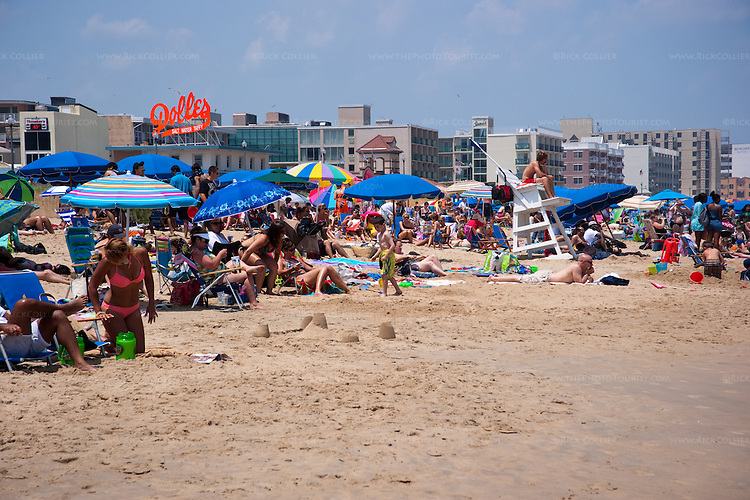 Crowds enjoy the sun and breeze on the first day of summer at Rehoboth Beach, Delaware, USA.
