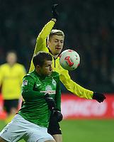 FUSSBALL   1. BUNDESLIGA   SAISON 2012/2013    18. SPIELTAG SV Werder Bremen - Borussia Dortmund                   19.01.2013 Lukas Schmitz (Werder Bremen) gegen Marco Reus (re, Borussia Dortmund)