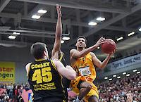 Basketball  1. Bundesliga  2016/2017  Hauptrunde  16. Spieltag  27.12.2016 Walter Tigers Tuebingen - MHP Riesen Ludwigsburg Mauricio Marin (re, Tigers) gegen Jack Cooley (li, Ludwigsburg)