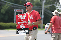 2011-08-09 Verizon workers picket wireless store