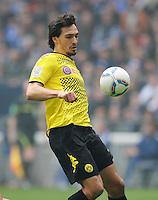 FUSSBALL   1. BUNDESLIGA   SAISON 2011/2012   31. SPIELTAG FC Schalke 04 - Borussia Dortmund                      14.04.2012 Mats Hummels (Borussia Dortmund) Einzelaktion am Ball