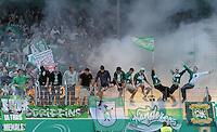 FUSSBALL   DFB POKAL   SAISON 2011/2012  1. Hauptrunde      30.07.2011 1. FC Heidenheim - Werder Bremen Bremer Fans auf dem Zaun des Gaestefanblock in der Voith Arena in Heidenheim