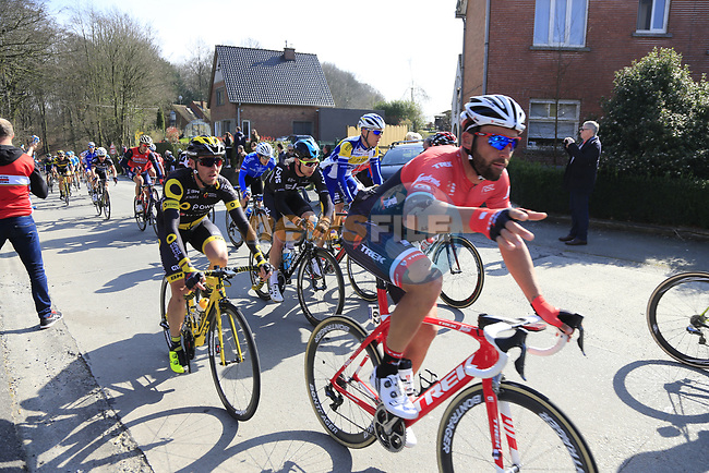The peloton climb La Houpe during the 60th edition of the Record Bank E3 Harelbeke 2017, Flanders, Belgium. 24th March 2017.<br /> Picture: Eoin Clarke | Cyclefile<br /> <br /> <br /> All photos usage must carry mandatory copyright credit (&copy; Cyclefile | Eoin Clarke)