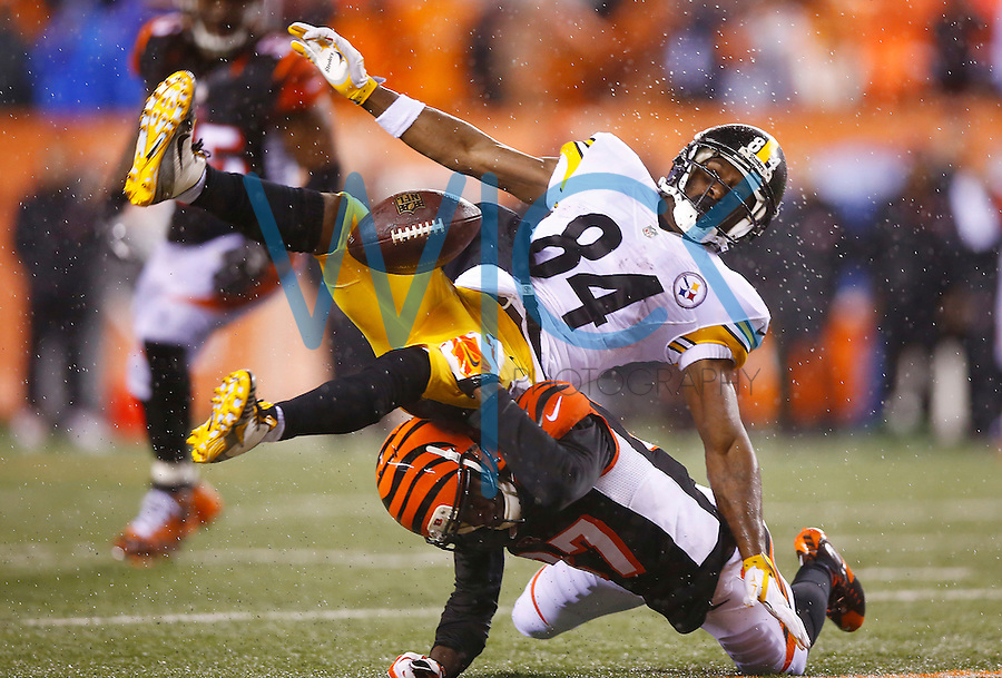Antonio Brown #84 of the Pittsburgh Steelers fails to come up with a catch in front of Chris Lewis-Harris #37 of the Cincinnati Bengals in the fourth quarter during the Wild Card playoff game at Paul Brown Stadium on January 9, 2016 in Cincinnati, Ohio. (Photo by Jared Wickerham/DKPittsburghSports)
