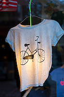 Old bicycle design motif on tee shirt - T shirt - in clothes shop window in the Nine Streets shopping district of Amsterdam, Holland