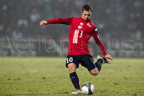 16 january 2010: Ludovic Obraniak of Lille kicks the ball during the French League 1 football match between Losc Lille Metropole and PSG Paris Saint Germain, at Stadium Lille Metropole, near Lille, France.Photo: Christophe Elise/Actionplus - Editorial Use