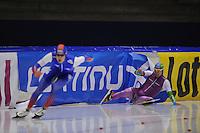 SCHAATSEN: HEERENVEEN: 29-11-2014, IJsstadion Thialf, KNSB trainingswedstrijd, val Thijs Roozen, ©foto Martin de Jong