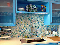 Climbing Vine, a jewel glass mosaic backsplash, is shown in Quartz and Aquamarine glass.