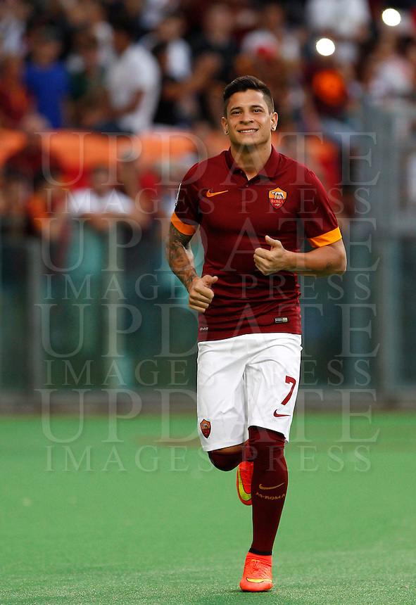 Calcio, amichevole Roma vs Fenerbahce. Roma, stadio Olimpico, 19 agosto 2014.<br /> Roma forward Juan Iturbe, of Argentina, arrives for the team's presentation, prior to the friendly match between AS Roma and Fenerbahce at Rome's Olympic stadium, 19 August 2014.<br /> UPDATE IMAGES PRESS/Riccardo De Luca