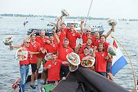 ZEILEN: SNEEK: Snitser Mar, 01-08-2014, SKS skûtsjesilen, SKS kampioen Grou, skûtsje Doarp Grou, schipper Douwe Azn. Vissser en zijn bemanning, ©foto Martin de Jong