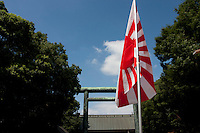 A Japanese battle flag at Yasukuni Shrine. On August 15th every year people gather at Yasukuni Shrine to commemorate the end of the Pacific War. Notionally a call for remembrance and continued peace it is also a Mecca for right wing nationalist including  the paramilitary Uyoku Dantai. Tokyo, Japan, August 15th 2009