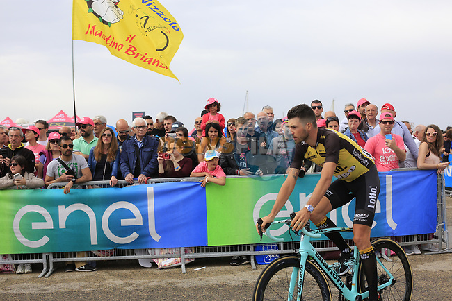 Victor Campenaerts (BEL) Team Lotto NL-Jumbo at sign on before Stage 2 of the 100th edition of the Giro d'Italia 2017, running 221km from Olbia to Tortoli, Sardinia, Italy. 6th May 2017.<br /> Picture: Eoin Clarke | Cyclefile<br /> <br /> <br /> All photos usage must carry mandatory copyright credit (&copy; Cyclefile | Eoin Clarke)