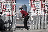 In this Tusday, Jun. 11, 2013 photo, a protester watchs over the anti-riot police during clashes at the streets of Taksim Square in Istanbul,Turkey. (Photo/Narciso Contreras).