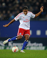 FUSSBALL   1. BUNDESLIGA    SAISON 2012/2013    14. Spieltag   Hamburger SV - FC Schalke 04                               27.11.2012 Michael Mancienne (Hamburger SV) Einzelaktion am Ball