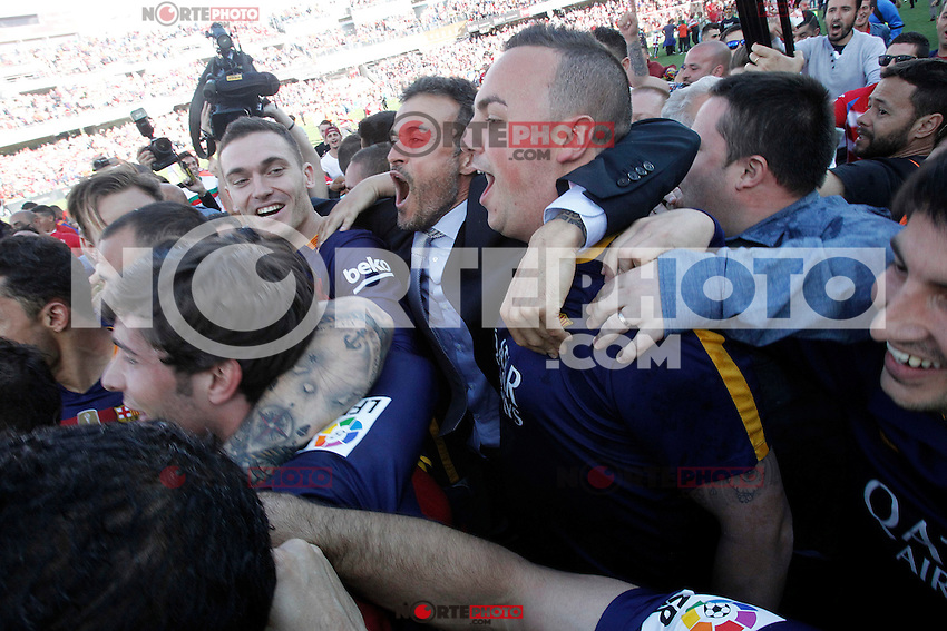 FC Barcelona's coach Luis Enrique Martinez celebrates with his players the victory in La Liga 2015/2016. May 14,2016. (ALTERPHOTOS/Acero) /NortePhoto.com