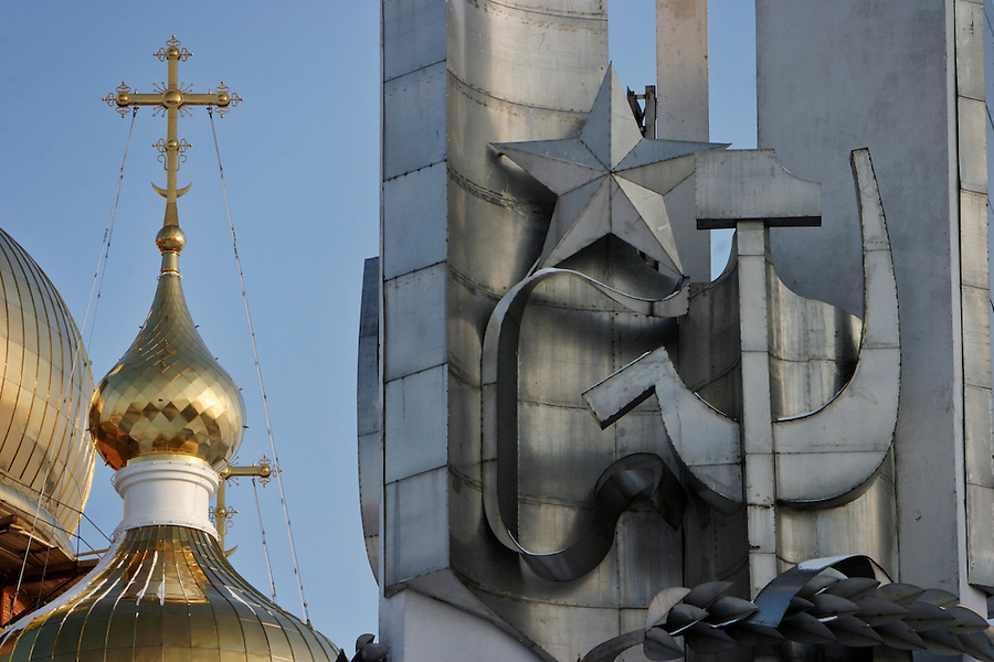 Khabarovsk, Russia, 01/03/2004.&amp;#xD;Russian Orthodox church and Soviet memorial.&amp;#xD;<br />