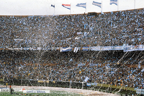 25.06.1978  The massed fans and atmosphere during the final of the 1978 world cup finals between Argentina and Holland (3-1)BuenAires