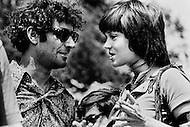 Washington, DC. &ndash; May 9, 1970 <br /> Political activists Abbie Hoffman and Jane Fonda attend to protest the spread of the Vietnam War to Cambodia.<br /> Washington, DC.  9 mai 1970.<br /> Pendant cette journ&eacute;e de protestation &agrave; Washington, devant la maison Blanche, des orchestres et des responsables politiques se sont succ&eacute;d&eacute;s pour s&rsquo;exprimer et montrer leur opposition au Pr&eacute;sident Nixon. Jane Fonda et Abbie Hoffman furent tr&egrave;s &eacute;cout&eacute;s.