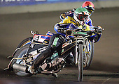 Heat 6 - Adam Shields (green), Mikael Max - Arena Essex Hammers vs Eastbourne Eagles - Sky Sports Elite League 'B' - 04/10/2006 - MANDATORY CREDIT: Gavin Ellis/TGSPHOTO