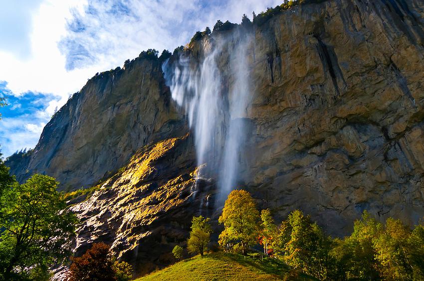 Лаутербруннен (Lauterbrunnen), Швейцария - в окрестностях Интерлакена, регион Юнгфрау. Что посмотреть в Лаубербруннене - водопады Штауббах, Трюммельбах