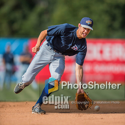 30 July 2016: Brooklyn Cyclones infielder Colby Woodmansee warms up prior to a game against the Vermont Lake Monsters at Centennial Field in Burlington, Vermont. The Lake Monsters defeated the Cyclones 7-1 in NY Penn League play. Mandatory Credit: Ed Wolfstein Photo *** RAW (NEF) Image File Available ***