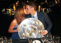 FUSSBALL   1. BUNDESLIGA   SAISON 2011/2012   34. SPIELTAG Borussia Dortmund feiert im Restaurant View in Dortmund die Meisterschaft am 05.05.2012 Sebastian Kehl mit Freundin Tina